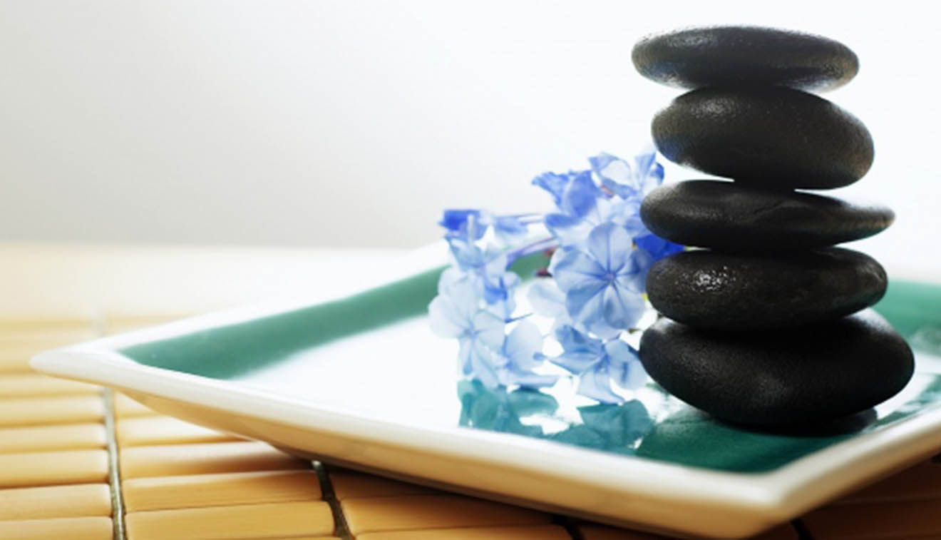 Astrosuites_0000_stones_therapy_flowers_massage_11078_602x339